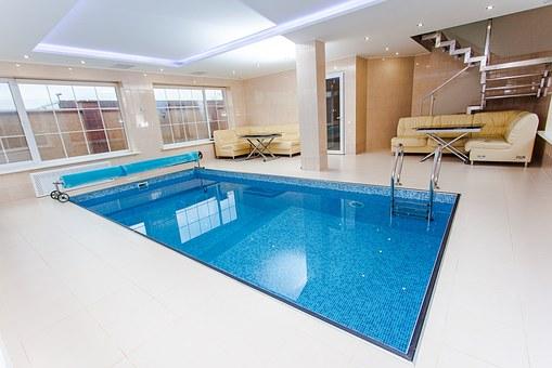 Une piscine intérieure, laissez-vous tenter!