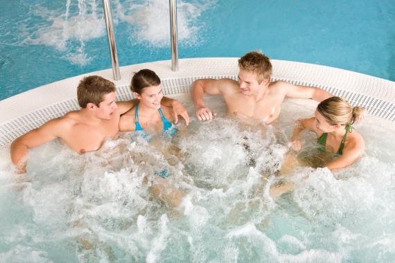 Le spa de nage, le plus grand modèle de Jacuzzi existant