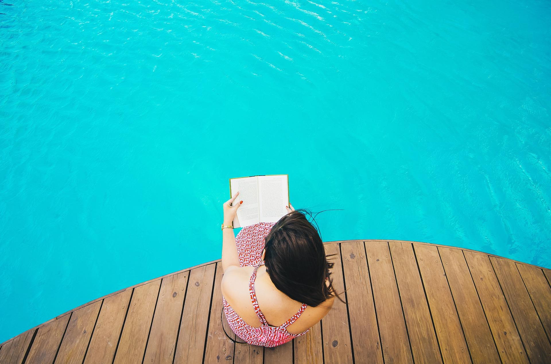 Une piscine privée en bois dans votre jardin