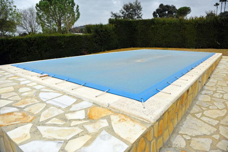 Votre piscine toujours propre et opérationnelle grâce aux bâches