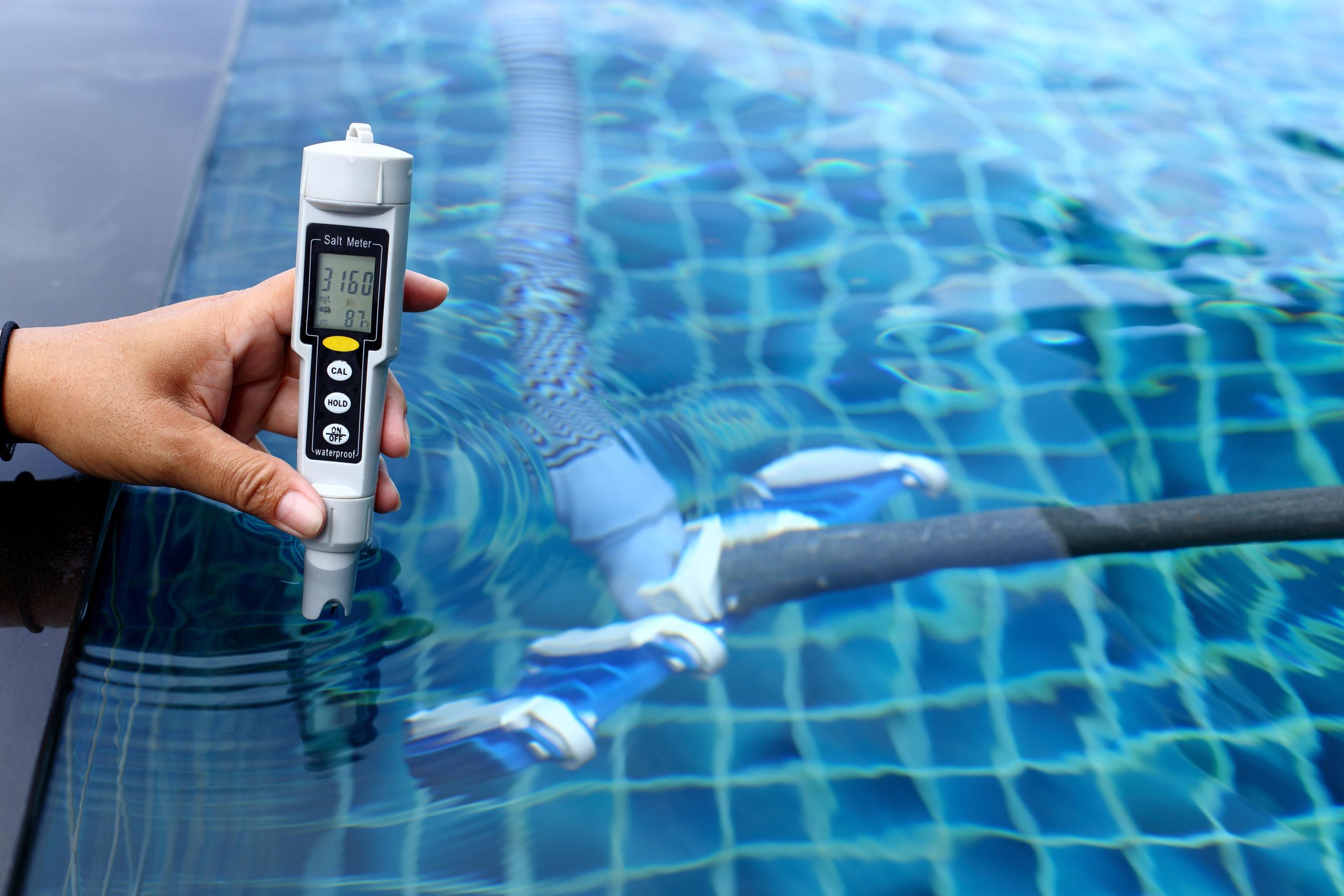 Quels accessoires pour bien entretenir une piscine?