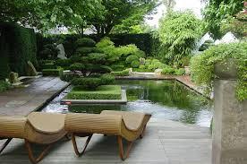 Un bassin d'eau dans votre jardin, un décor idyllique