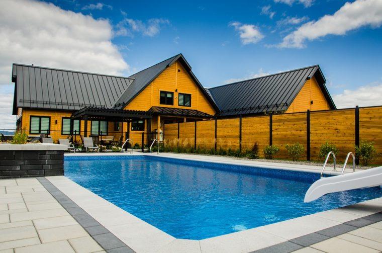 Quelles sont les étapes à suivre pour la construction d'une piscine?
