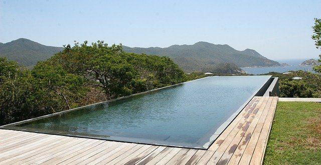Tour d'horizon sur la piscine miroir