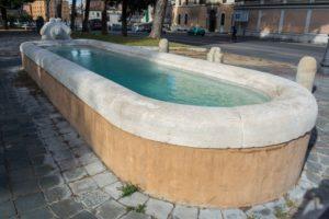 piscine en béton fissurée