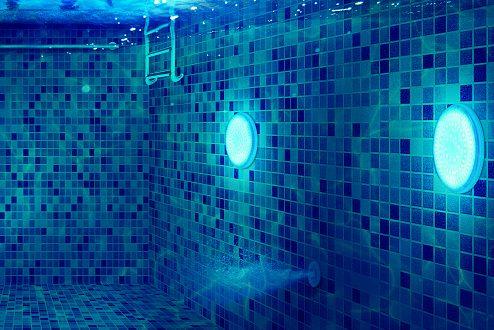 Éclairage de piscine: faites le bon choix