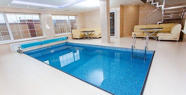 Guide complet sur la construction de piscine intérieure