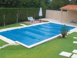 Couverture de piscine: pourquoi privilégier la bâche à barres?